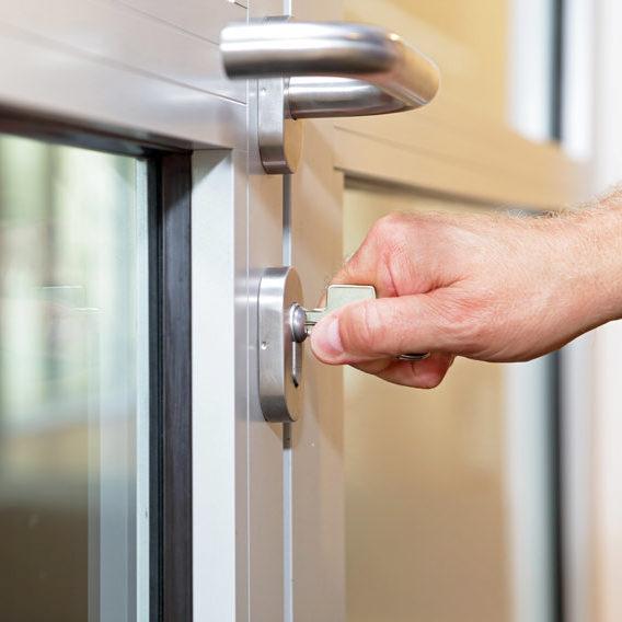 pose de porte-fenêtre en PVC
