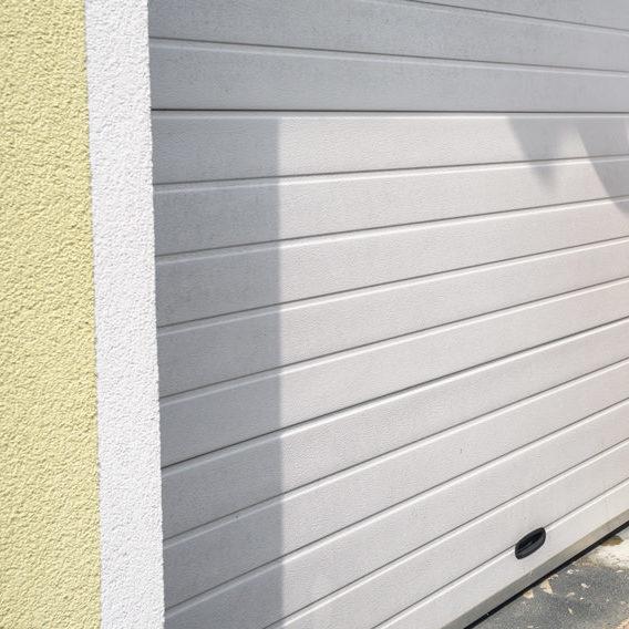 Pose de porte de garage en PVC